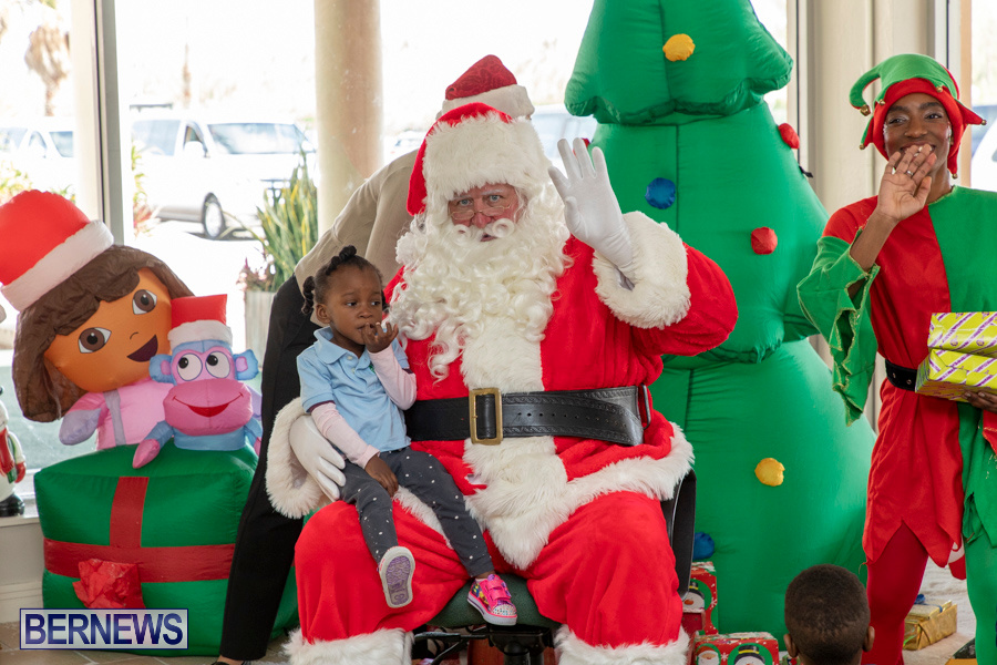 Perform-To-Learn-Pre-School-Santa-Arrives-at-LF-Wade-Airport-Bermuda-November-29-2019-4061