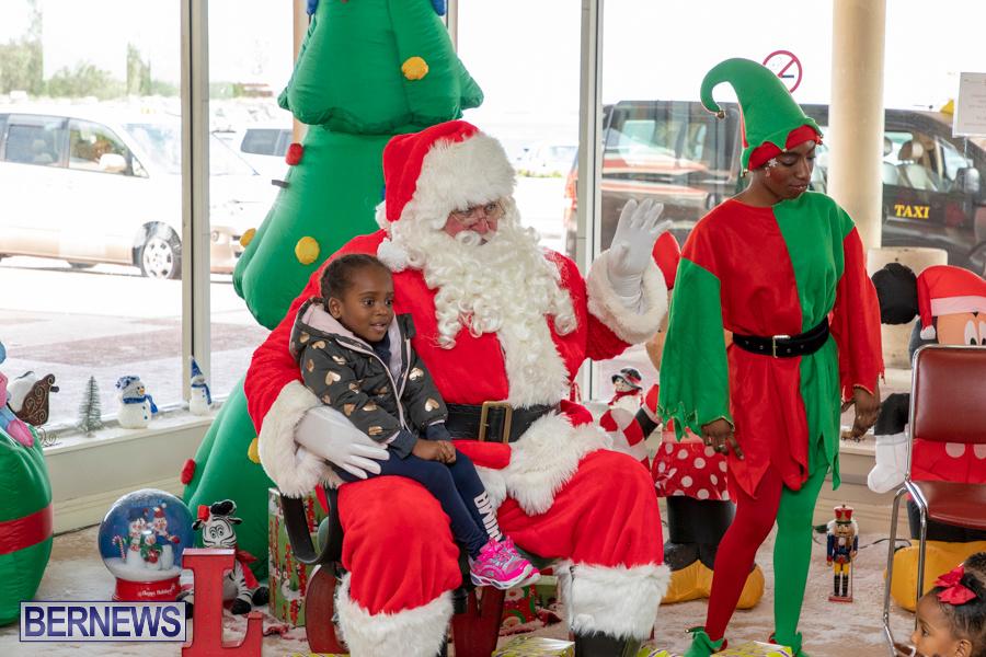 Perform-To-Learn-Pre-School-Santa-Arrives-at-LF-Wade-Airport-Bermuda-November-29-2019-4074