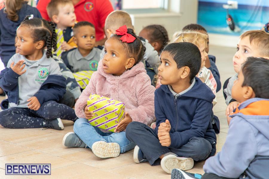 Perform-To-Learn-Pre-School-Santa-Arrives-at-LF-Wade-Airport-Bermuda-November-29-2019-4084