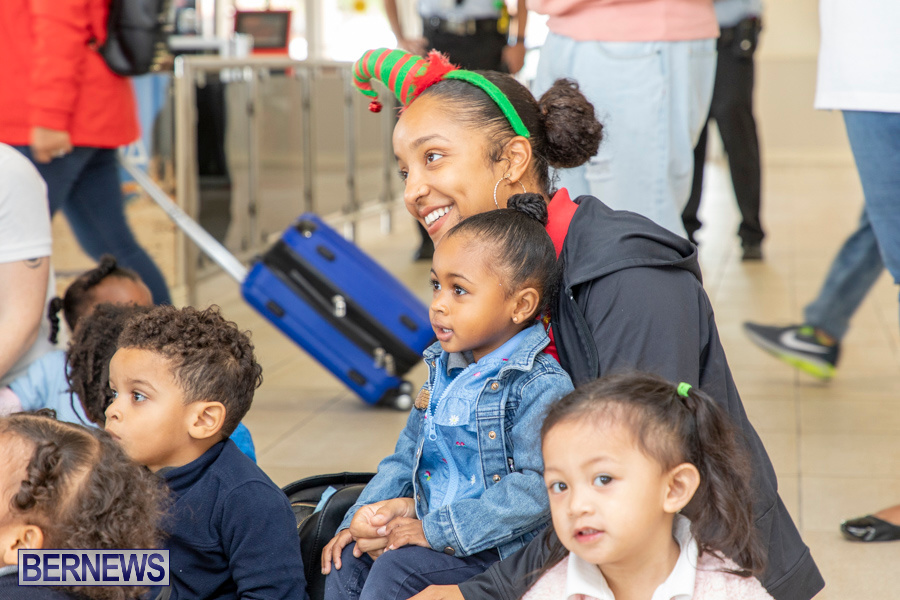Perform-To-Learn-Pre-School-Santa-Arrives-at-LF-Wade-Airport-Bermuda-November-29-2019-4086