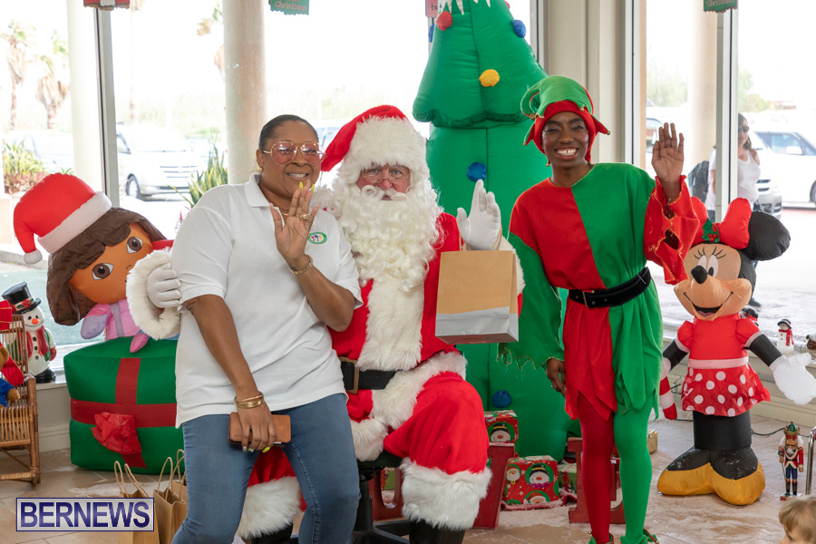 Perform-To-Learn-Pre-School-Santa-Arrives-at-LF-Wade-Airport-Bermuda-November-29-2019-4098