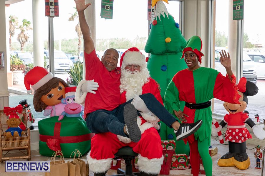 Perform-To-Learn-Pre-School-Santa-Arrives-at-LF-Wade-Airport-Bermuda-November-29-2019-4108