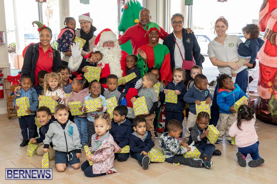 Perform-To-Learn-Pre-School-Santa-Arrives-at-LF-Wade-Airport-Bermuda-November-29-2019-4113