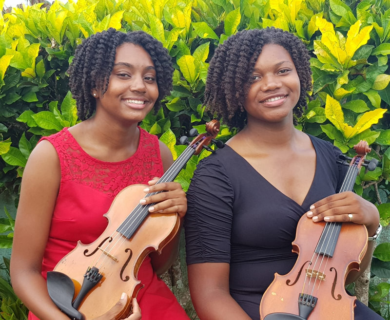 Naphisa and Sari Smith Bermuda Dec 2019