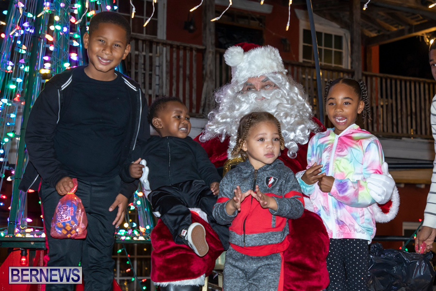 Santa-is-Coming-to-Town-St-Georges-Bermuda-December-14-2019-4104