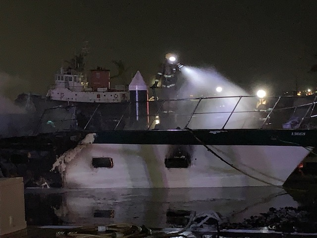Boat Fire In Dockyard Bermuda Jan 2020 (2)