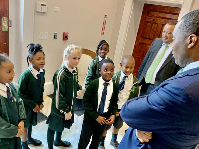 Heron Bay Primary Students Visit The Premier Bermuda Feb 2020 (2)