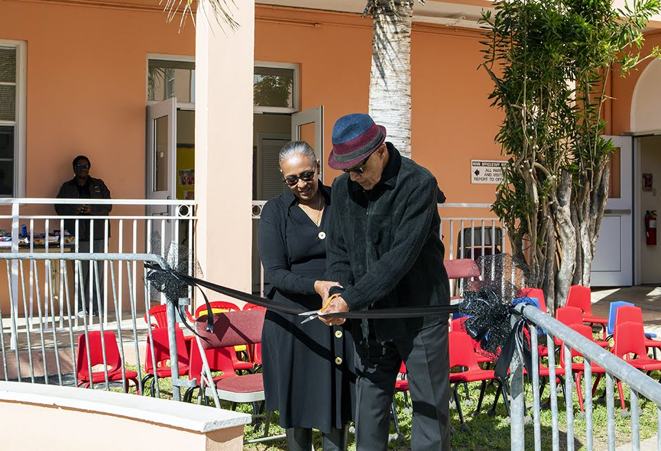 Minister recognizes Bermudian icons at primary school Feb 2020 (3)