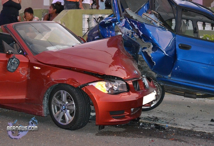 bermuda-accident-frog-lane-sept-5-2011-4