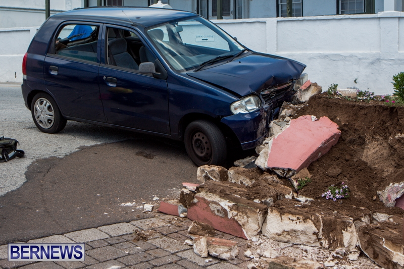 Car-Accident-St-Georges-Bermuda-July-10-2013-5