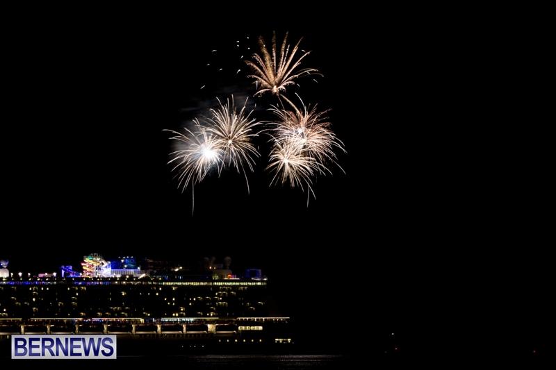 Norwegian-Breakaway-Fireworks-In-Dockyard-Bermuda-July-4-2013-2