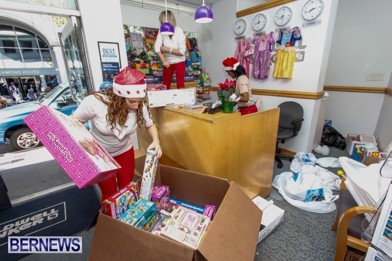 Coldwell-Banker-Toys-For-Tots-Bermuda-December-9-2013-3