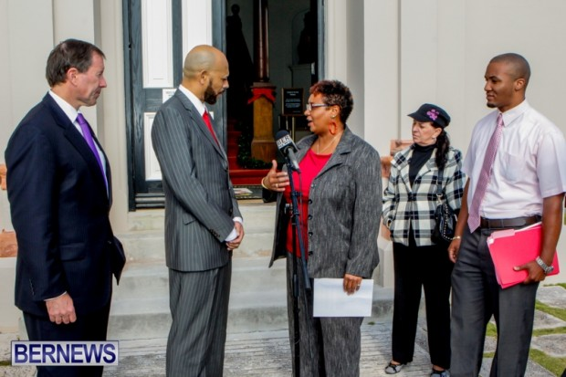 Gina Davis Presents Dog Ban Petition Bermuda, December 13 2013-1