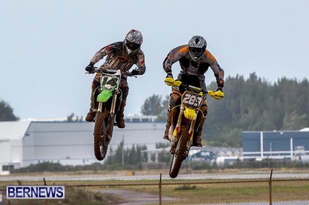 Motocross-Scrambling-Bermuda-jumps