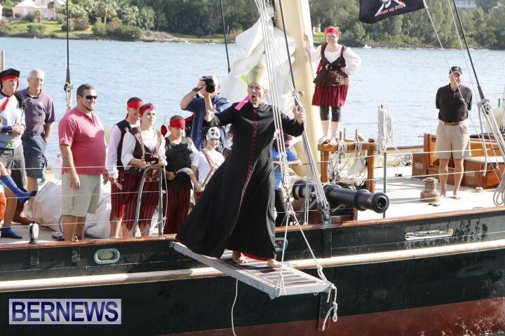 Pirates-of-Bermuda-hostage-2014-1