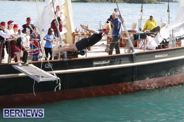 Pirates-of-Bermuda-hostage-2014-3
