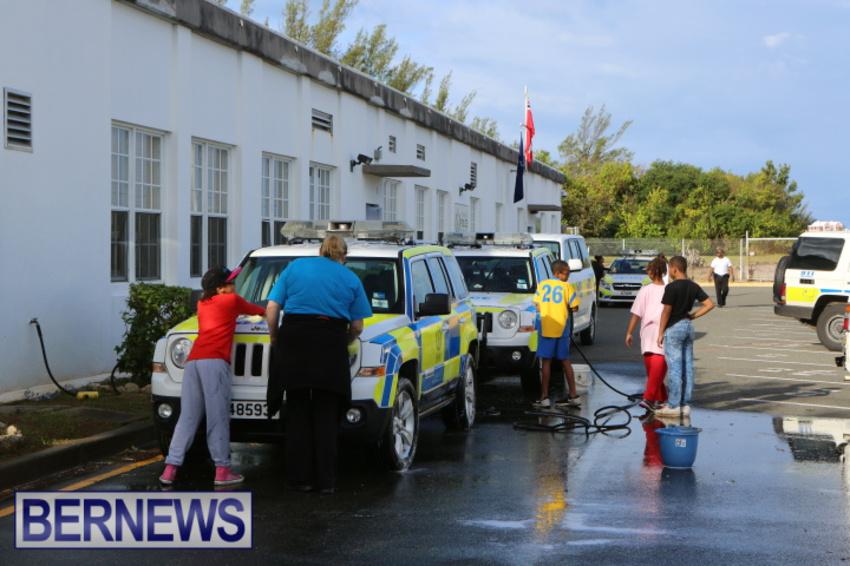 students-police-car-wash-dec-2014-1