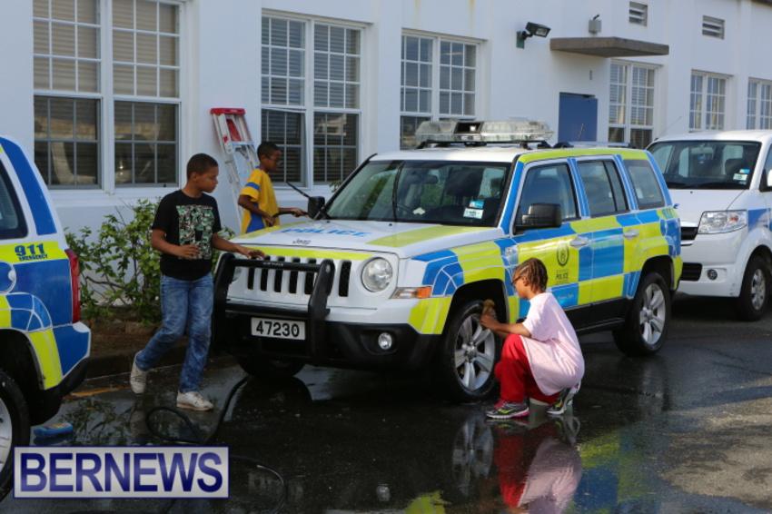 students-police-car-wash-dec-2014-2