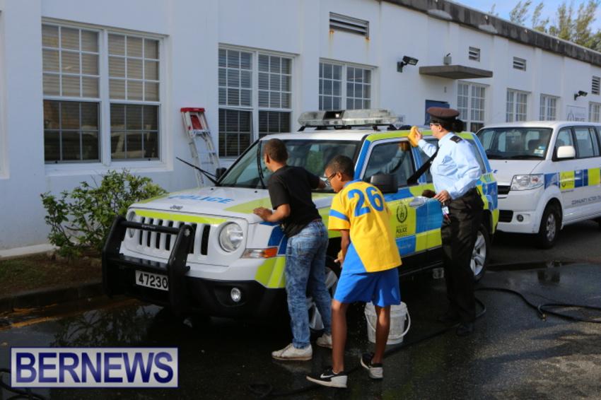 students-police-car-wash-dec-2014-4