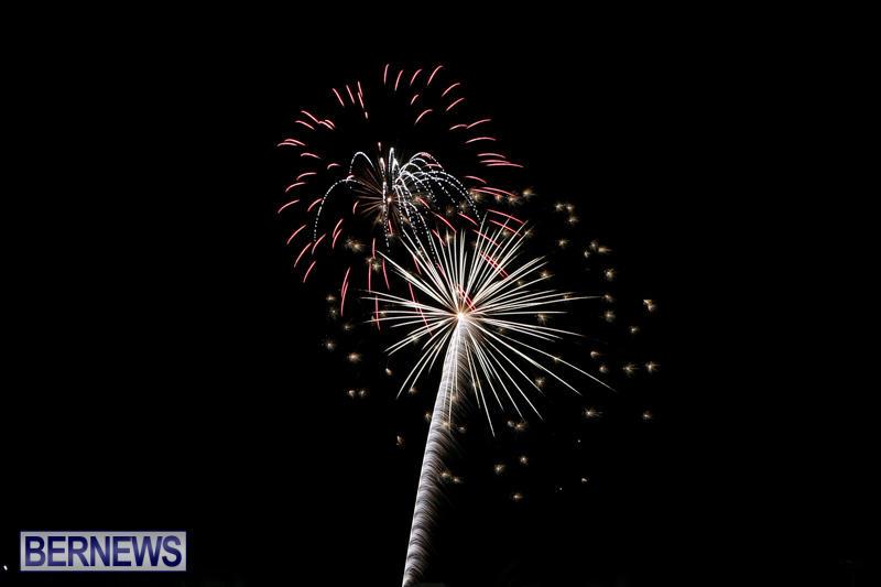 New-Years-Eve-Fireworks-Bermuda-December-31-2014-12