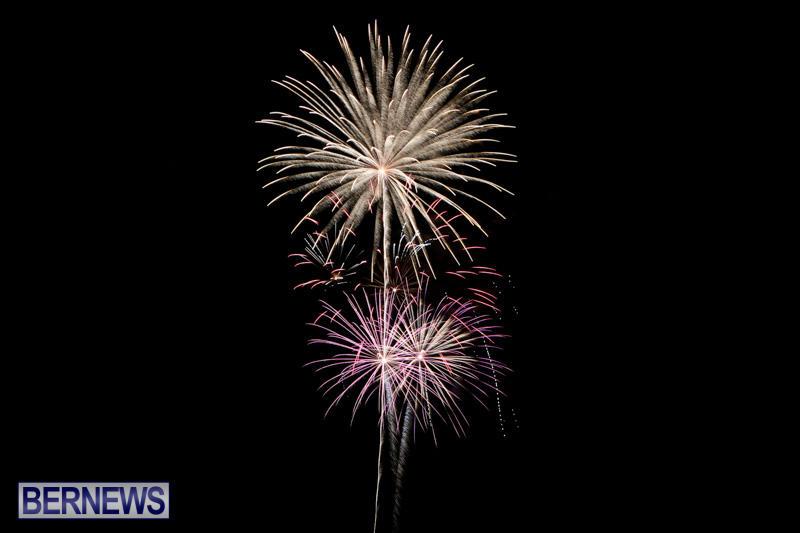 New-Years-Eve-Fireworks-Bermuda-December-31-2014-16