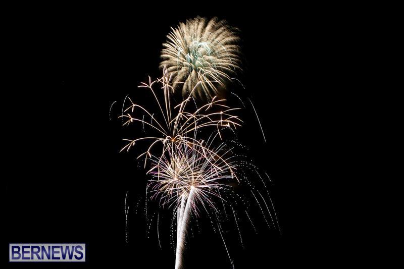 New-Years-Eve-Fireworks-Bermuda-December-31-2014-17