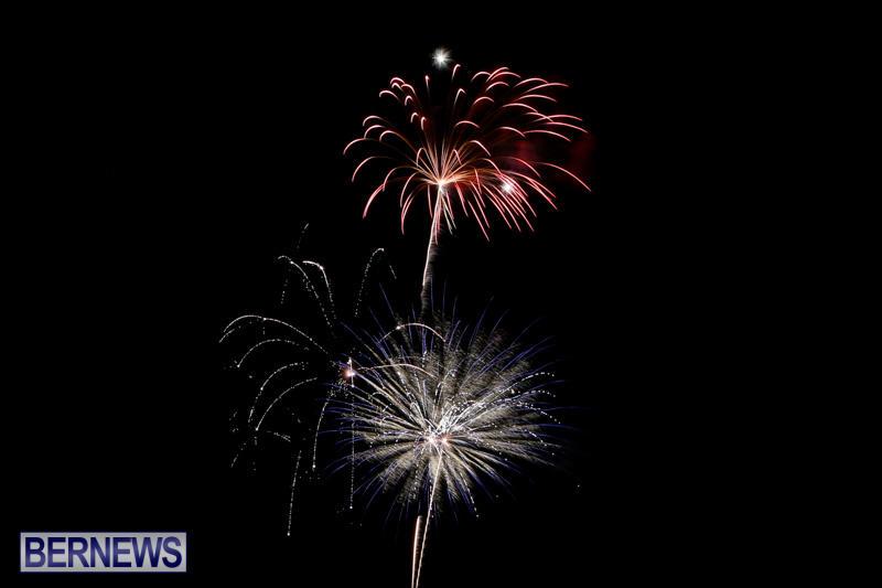 New-Years-Eve-Fireworks-Bermuda-December-31-2014-26
