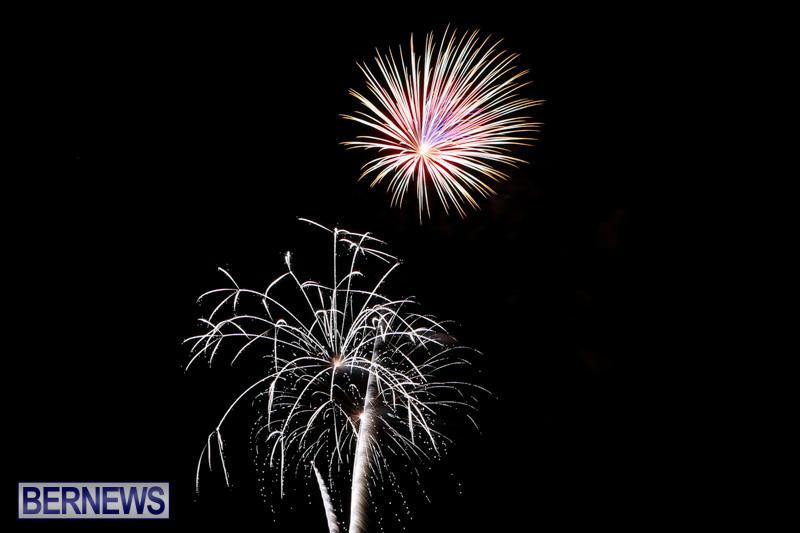 New-Years-Eve-Fireworks-Bermuda-December-31-2014-36-1