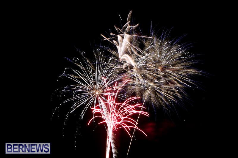 New-Years-Eve-Fireworks-Bermuda-December-31-2014-36-3