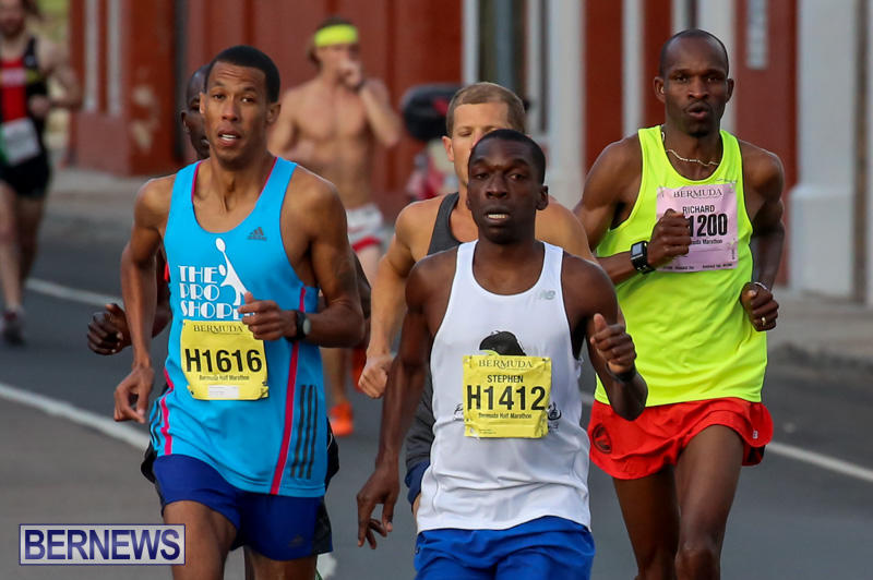 Race-Weekend-Marathon-Start-Bermuda-January-18-2015-5