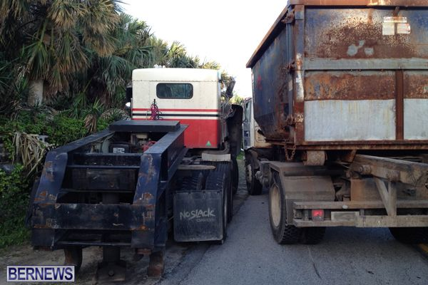 2 truck collision 2015March 27 (1)
