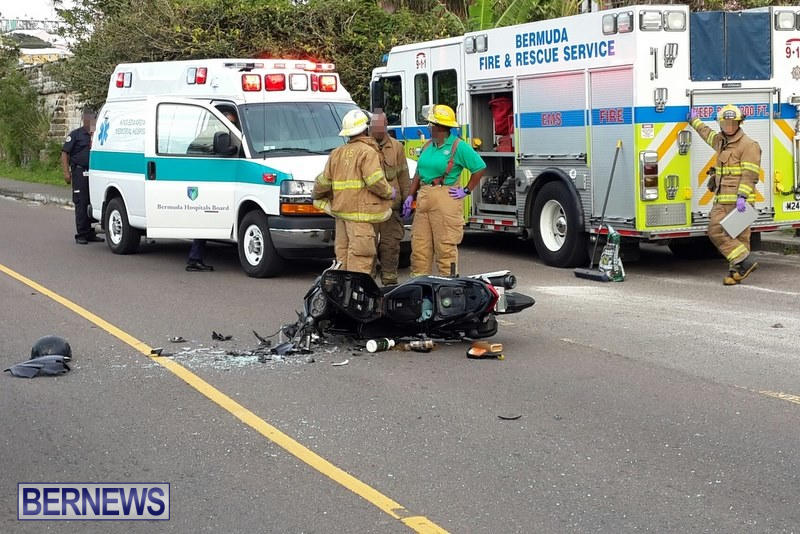 Accident Parsons Road Bermuda, March 25 2015 (1)