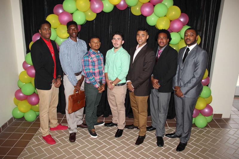 CBA-100-men-and-women-on-campus-2015-April-85
