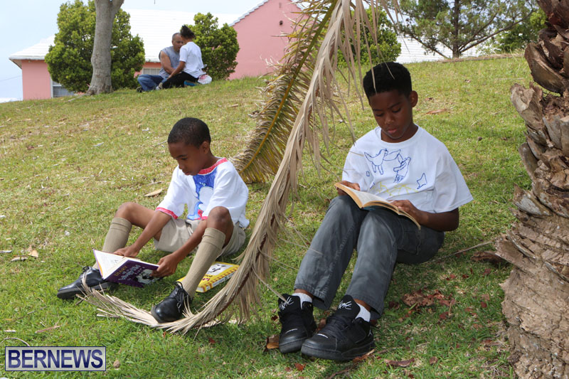 elliot-reading-bermuda-may-2015-112