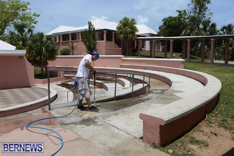 KPMG-Clean-Up-At-Dellwood-School-June-5-2015-13