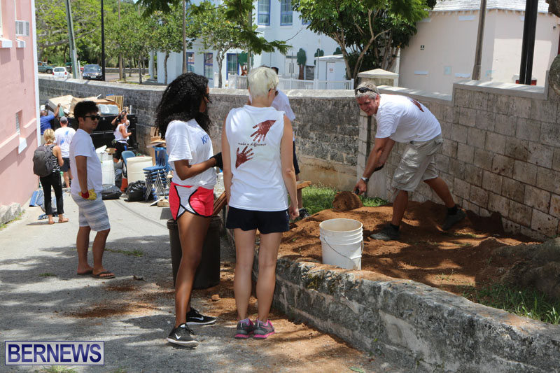 KPMG-Clean-Up-At-Dellwood-School-June-5-2015-24