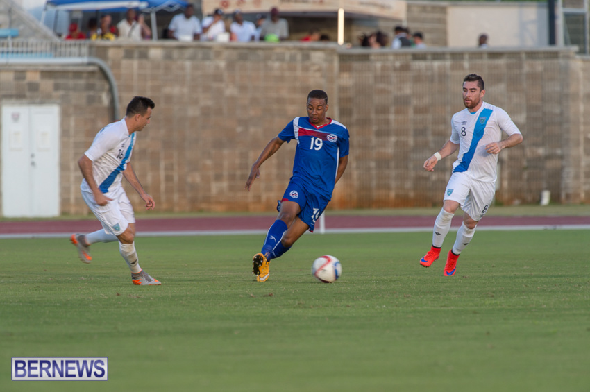 jm-bermuda-guatamala-football-16