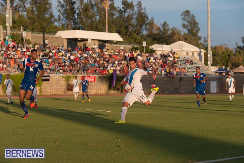 jm-bermuda-guatamala-football-71