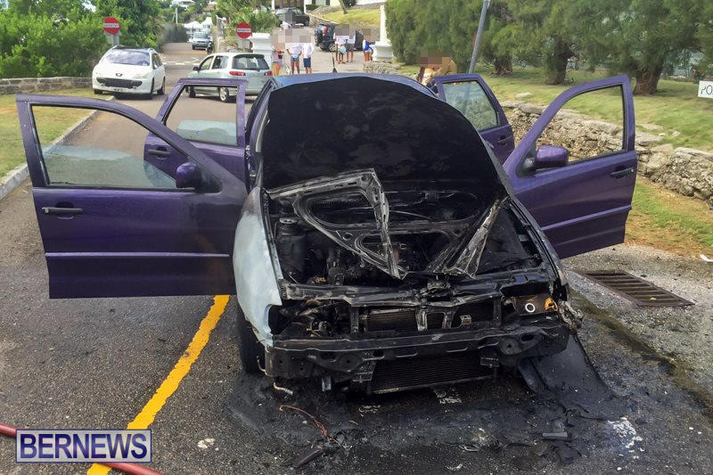 Car Fire Paget Bermuda, August 11 2015-1