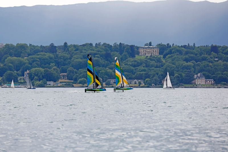 FlyingPhantom_Geneva2015_M2C9868-Aug-2015