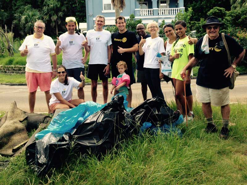 Hamilton-Rotary-cleans-up-Red-Hole