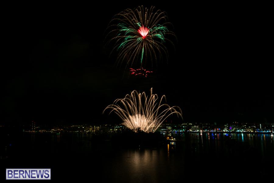 2015-Americas-Cup-fireworks-bermuda-11