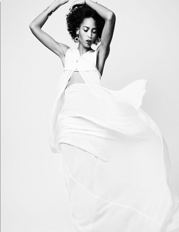 Bermuda Model Lily Lillian Lightbourn magazine Nov 2015 (3)