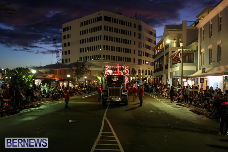 MarketPlace-Santa-Parade-Bermuda-November-29-2015-102