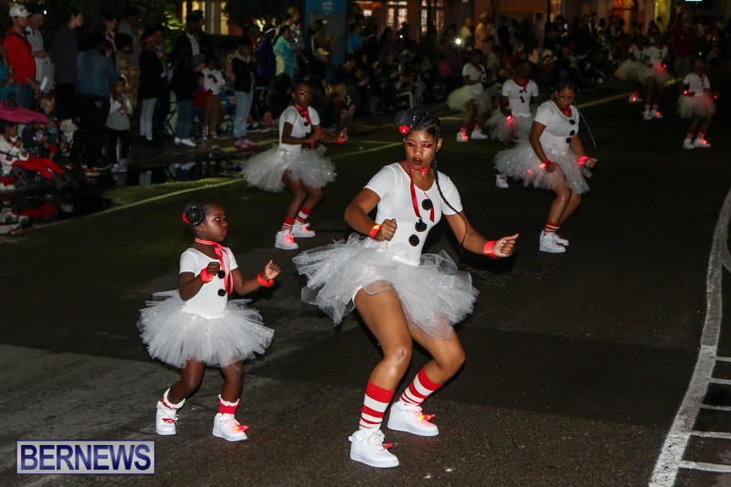 MarketPlace-Santa-Parade-Bermuda-November-29-2015-111