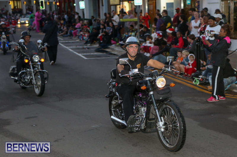 MarketPlace-Santa-Parade-Bermuda-November-29-2015-32