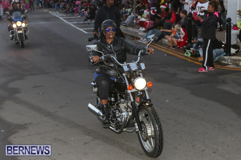 MarketPlace-Santa-Parade-Bermuda-November-29-2015-35