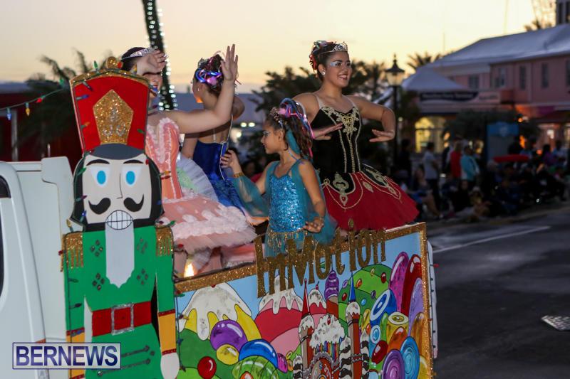 MarketPlace-Santa-Parade-Bermuda-November-29-2015-54