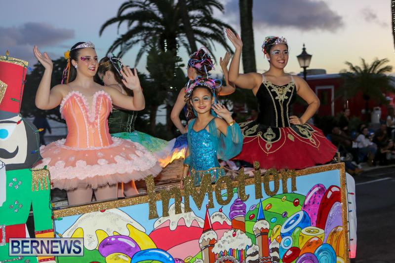 MarketPlace-Santa-Parade-Bermuda-November-29-2015-55