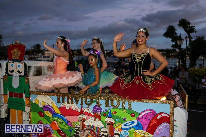 MarketPlace-Santa-Parade-Bermuda-November-29-2015-56